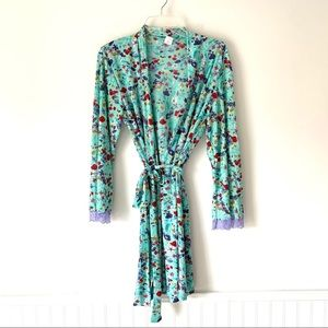 Natori Floral Short Blue Robe with lace sleeves